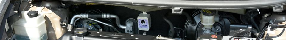 Umístění plašiče-odpuzovače Deramax-Auto v prostoru motoru